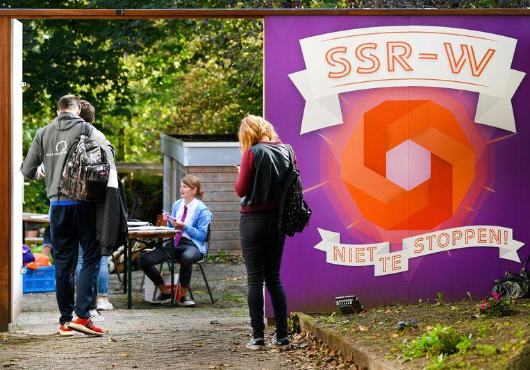 Eerstejaarsstudenten komen samen om een mensamaaltijd te eten bij studentenvereniging SSR-Wageningen (SSR-W). Beeld Hollandse Hoogte/ANP