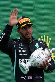 Lewis Hamilton vreest dat hij long covid heeft: 'Ik worstel nog steeds met gezondheid'