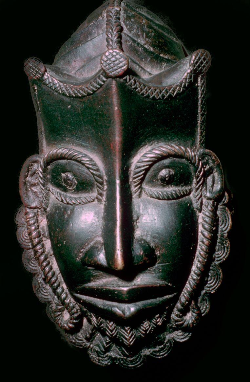 Benin-brons uit Nigeria in het British Museum te Londen. Beeld Print Collector/Getty Images