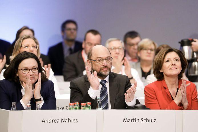 Martin Schulz, leider van de SPD, heeft zijn partij uiteindelijk meegekregen om een nieuwe coalitie te vormen met de CDU van kanselier Merkel.
