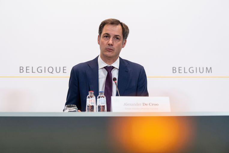 Nadat hij vernam dat er in één dag 282 hospitalisaties waren, riep premier De Croo het Overlegcomité vervroegd samen. Beeld BELGA