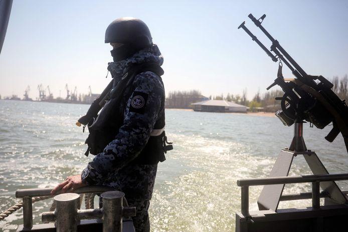 Oekraïense grenswachters op patrouille in de Zee van Azov.