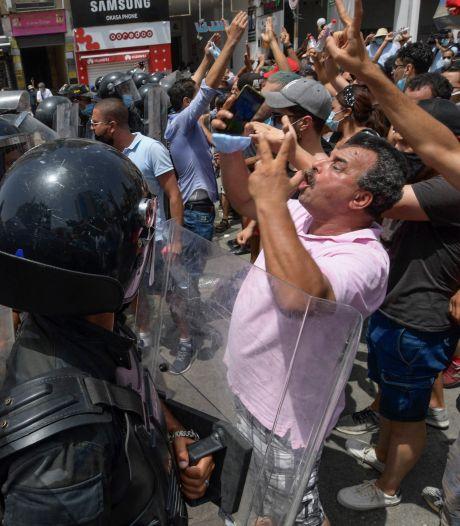 Straatgevechten in Tunis na 'coup' door president