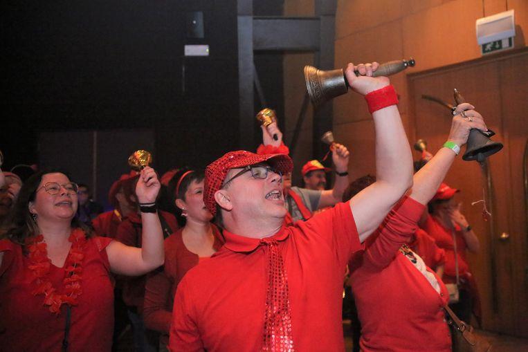Den Belleman en de Bellevraa werden door de supporters natuurlijk aangemoedigd met bellen tijdens de Prinsenverkiezing.