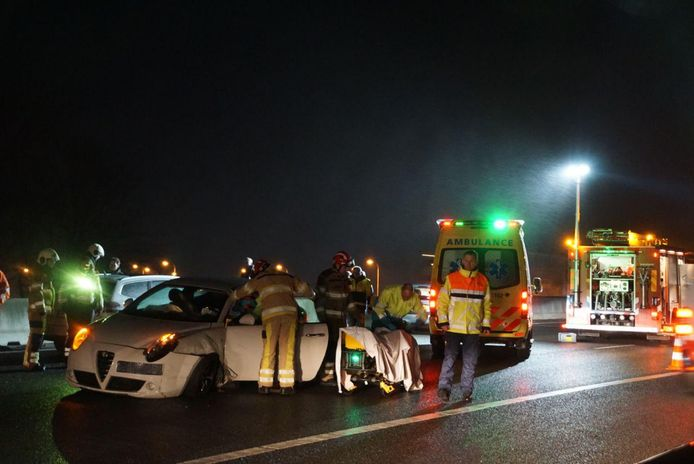 Hulpdiensten zijn actief bij het ongeval op de A28 tussen Zwolle Noord en Nieuwleusen.