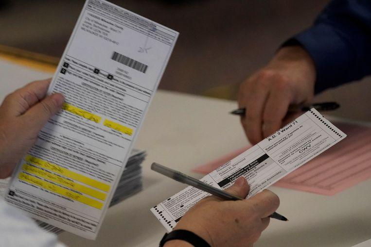 De stemmen in Milwaukee county worden geteld.  Beeld AP