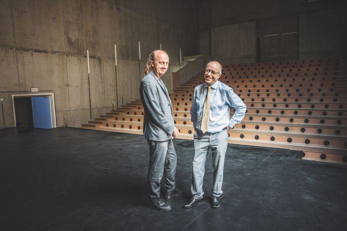Algemeen directeur Guy Dalcq en theatermaker Arne Sierens in de verborgen zaal, die volgend jaar open zal gaan
