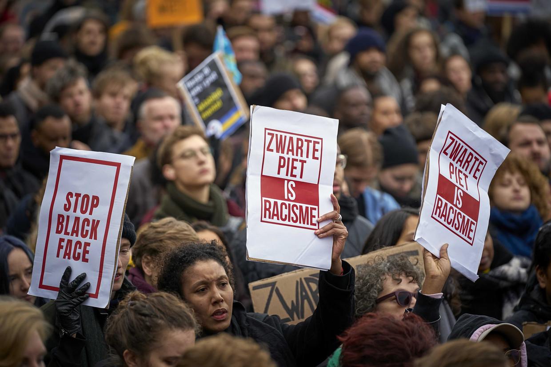 Protest van Kick Out Zwarte Piet op de Koekamp in Den Haag.  Beeld ANP