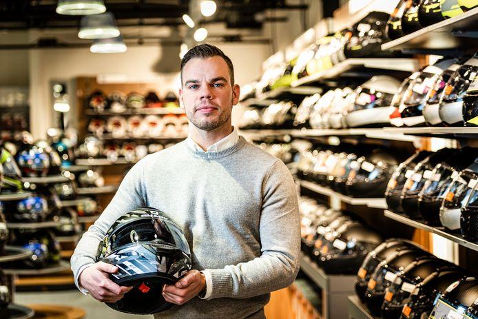 Een bedrijf wat heel snel groeit: Motorkledingcenter uit Hazerswoude-Rijndijk. Hier de Alphense directeur Mark Bos.