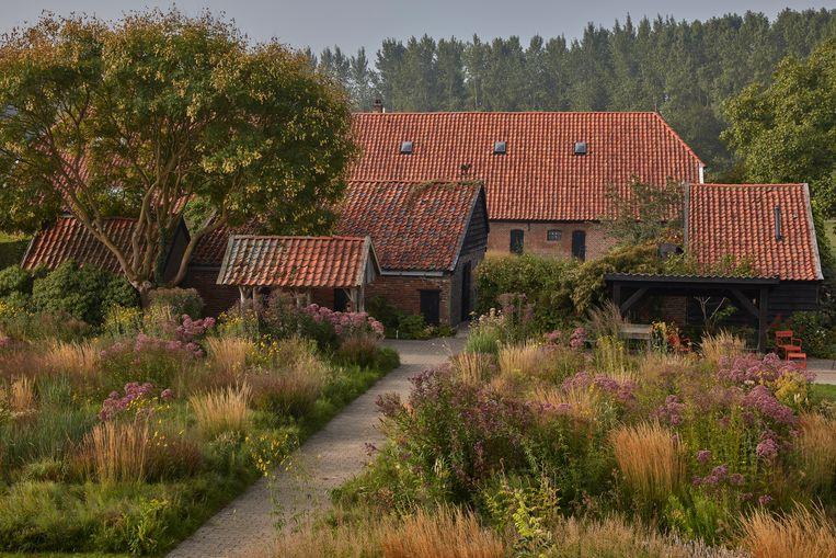 De thuisbasis in Hummelo, uiteraard omgeven door een wonderlijke plantentuin die in elk seizoen de show steelt. Beeld Alamy Stock Photo