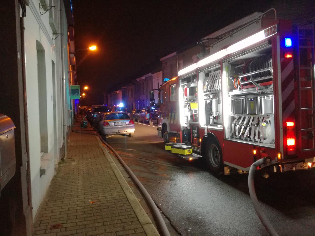 De brandweer rukte uit voor wat vermoedelijk een kortsluiting was in de Opgeëistenstraat in Ronse.
