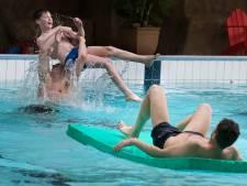 Testzwemmers genieten op Marveld in Groenlo van nieuwe wildwaterbaan