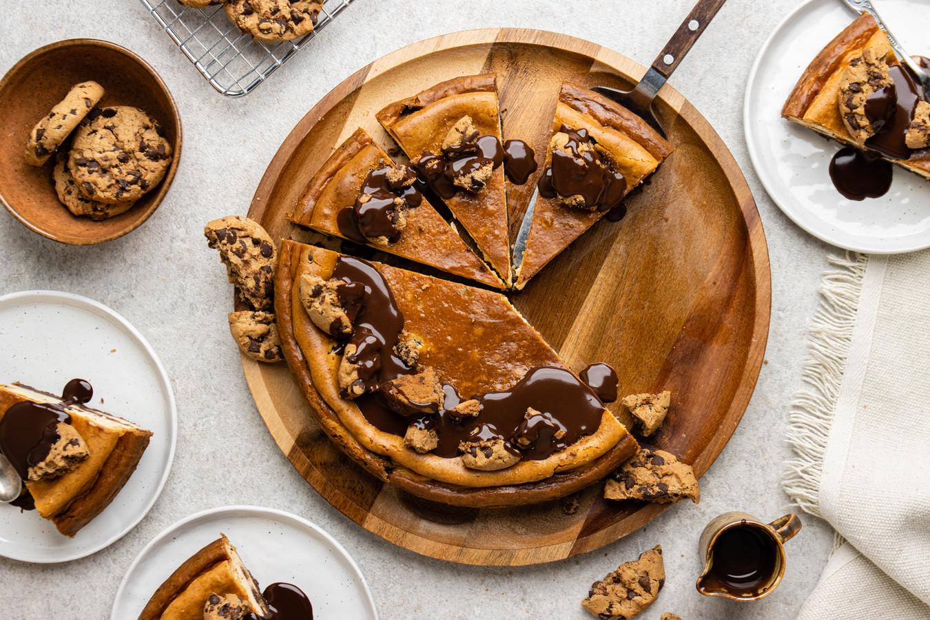 New York style cheesecake met chocolate chip cookies.