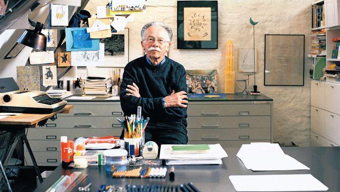 Dick Bruna in zijn atelier. Hij heeft zich teruggetrokken uit het publieke leven.