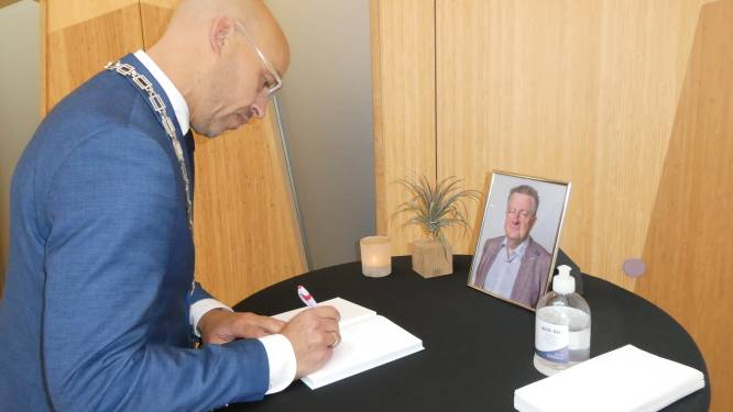 Condoleancehoekje voor om het leven gebrachte Jack de Vlieger (PvdA) in Sint-Michielsgestel