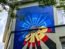 Overleden kunstenaar Panamarenko krijgt eerbetoon met graffitikunstwerk tegenover zijn woning-atelier