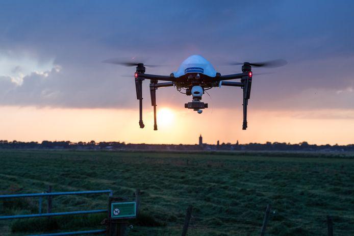 De drone boven Eemnes. Reekalfjes en vogelnesten kunnen met een warmtecamera worden geregistreerd.