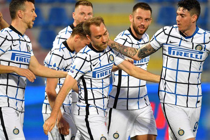 De spelers van Internazionale vieren feest.