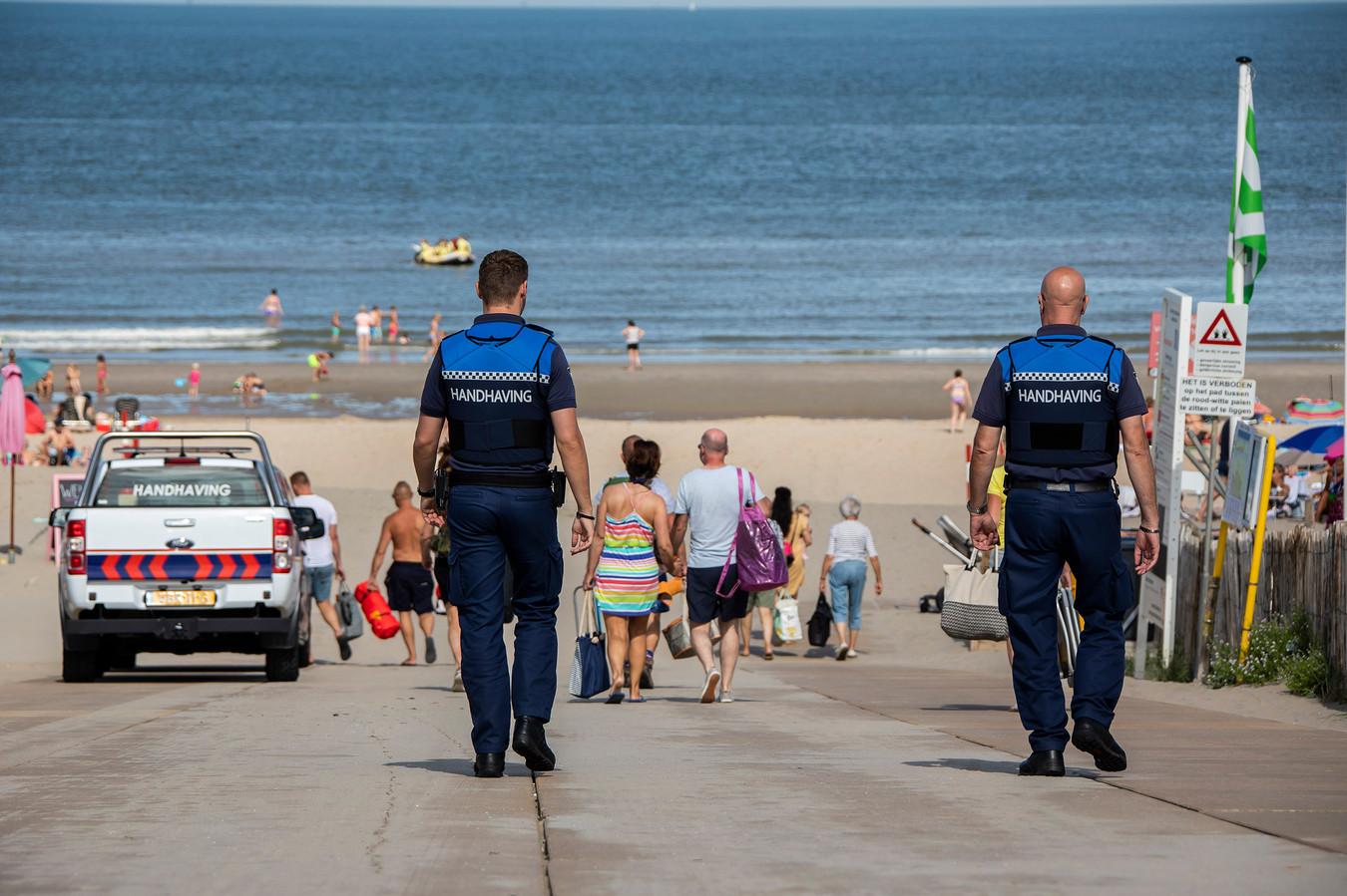 De gemeente Westland zet boa's in op de stranden.