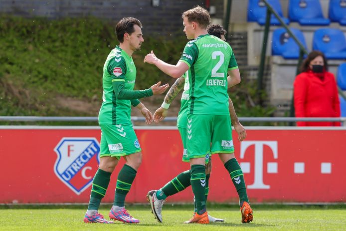 Julian Lelieveld zoekt doelpuntenmaker Daryl van Mieghem op.