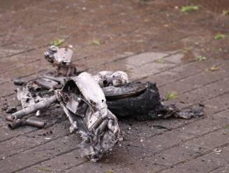 Elektrische step die in oplader zat gaat in vlammen op