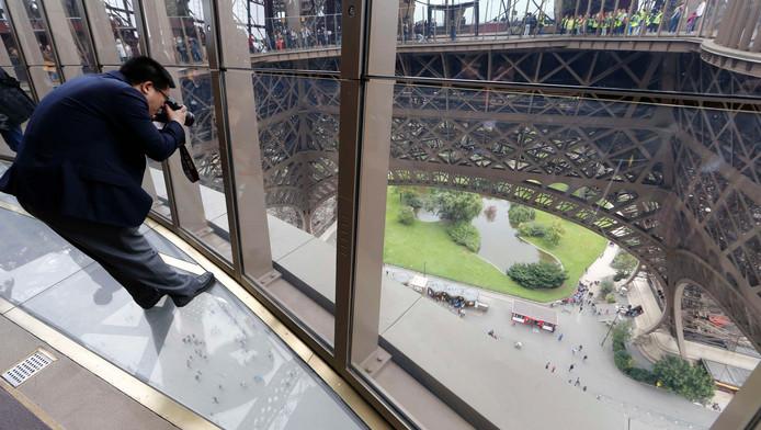 Glazen Vloer Huis : Glazen vloer in de eiffeltoren: hoogtevrees! lifestyle ad.nl
