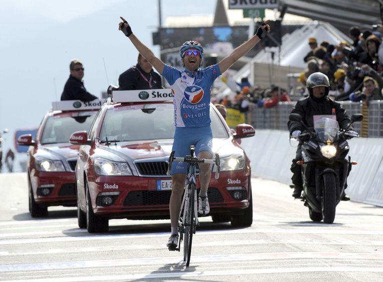 De Zwitserse Johann Schopp juicht terwijl hij als eerste de finish passeert van de twintigste etappe van de Giro d'Italia. Foto AP Beeld