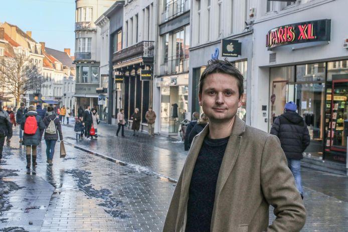 Schepen Arne Vandendriessche, in de Lange Steenstraat.