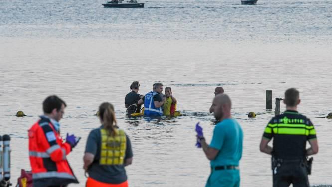 Gitzwarte dag op strand Nesselande: 26-jarige man verdronken, kind (7) gereanimeerd en naar ziekenhuis
