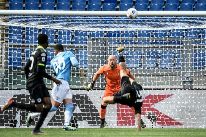 Spezia-aanvaller Daniele Verde dingt met zijn spectaculaire omhaal tegen Lazio zeer waarschijnlijk mee voor de titel doelpunt van het jaar.