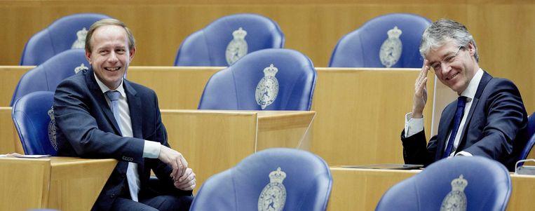 SGP-leider Kees van der Staaij (L) en ChristenUnie-fractievoorzitter Arie Slob tijdens het vragenuurtje in de Tweede Kamer. Beeld anp