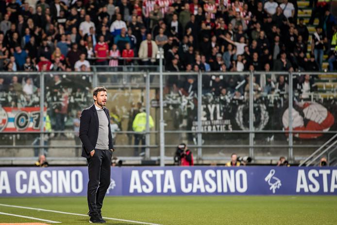 PSV-trainer Mark van Bommel.