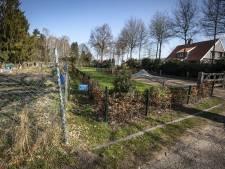 Slepende burenruzie aan Bekspringweg in De Lutte: Hoe schoon je je perceel op als je er niet mag komen?