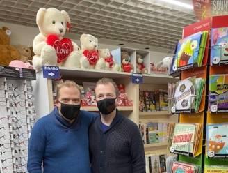"""Andy en Peter stellen hun vernieuwde dagbladhandel voor: """"We hebben ook het gamma stevig uitgebreid"""""""