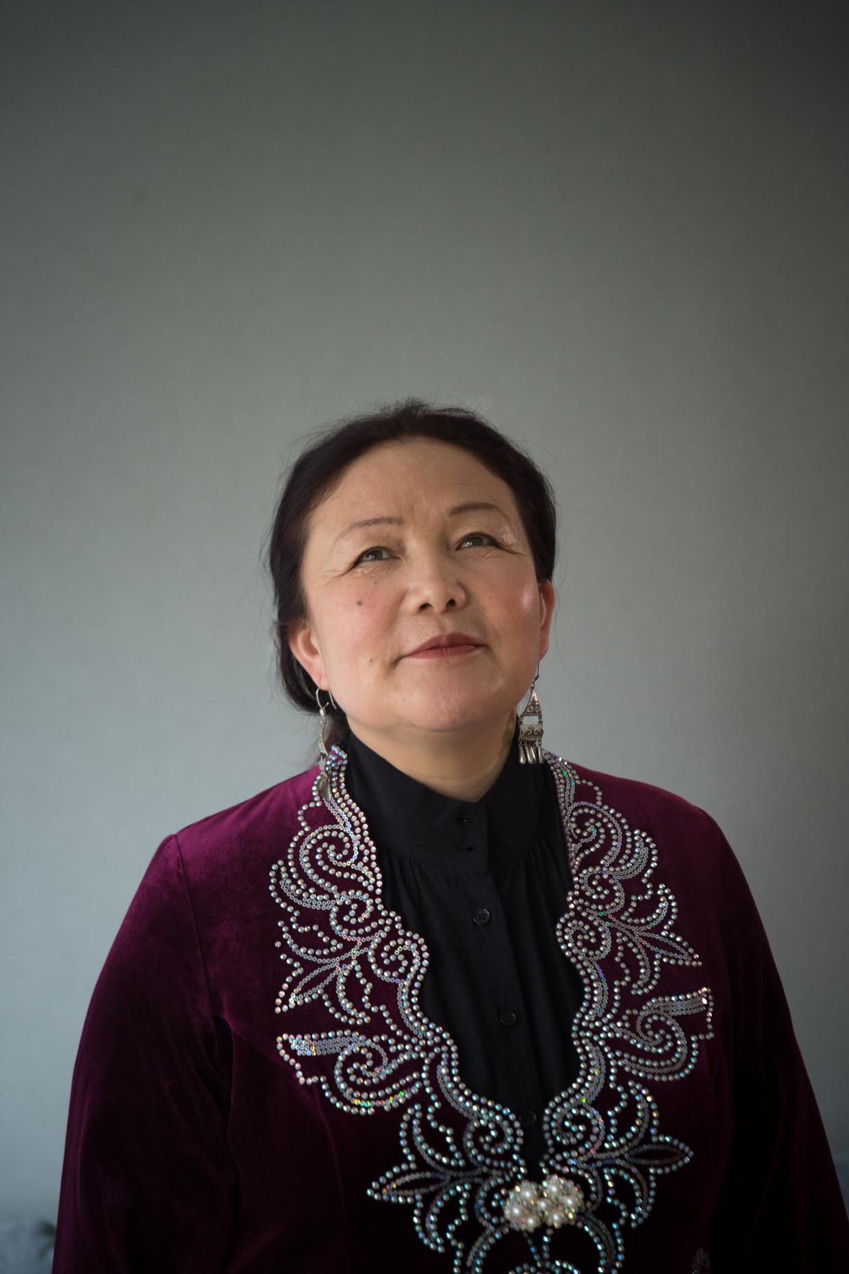 Sayragul Sauytbay vreest ook in Zweden nog voor haar leven, 'maar ik zal nooit zwijgen. Ik moet volhouden, tot mijn volk vrij is en ik terug naar huis kan.' Beeld Regina Recht