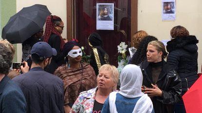 """Neergestoken prostituee herdacht in Linnéstraat: """"Kir moet zijn verantwoordelijkheid nemen"""""""