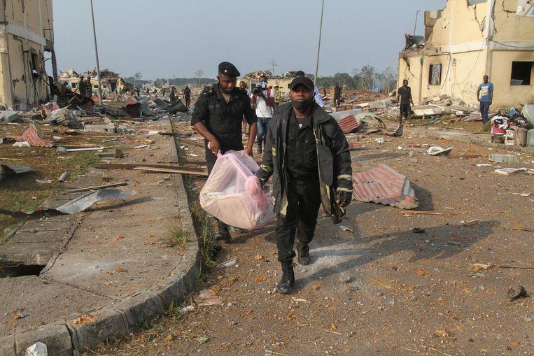 De president beschuldigde een militaire eenheid 'die verantwoordelijk was voor de opslag van explosieven, dynamiet en munitie' van nalatigheid. Beeld EPA