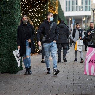 Onze verslaggever ging op dag 1 mondkapjesplicht kijken in Rotterdam. 'Ik heb nog nergens boa's gezien'