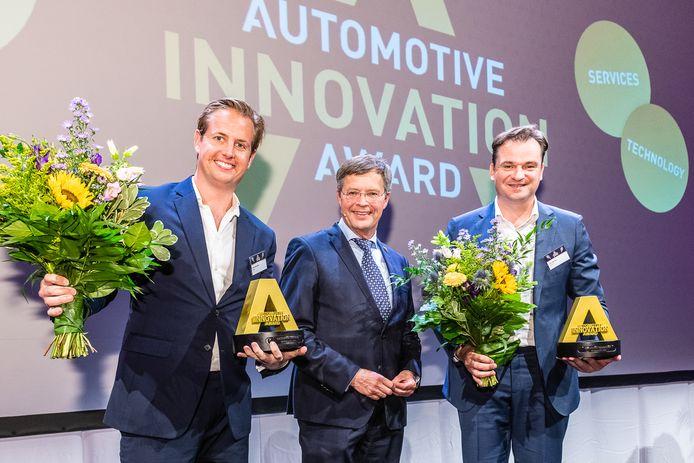 Van links naar rechts Oscar Westerhof van PowerD, juryvoorzitter Jan Peter Balkenende en Peter Bijvelds van Ebusco.