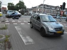 Scooterrijder gewond door botsing tegen zijkant van afslaande auto in Nijmegen