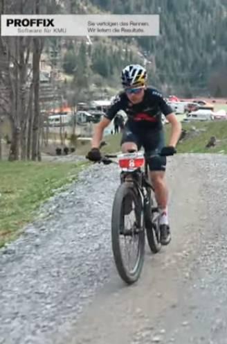 Tom Pidcock rijdt iedereen op minuten tijdens eerste mountainbikerace van het seizoen