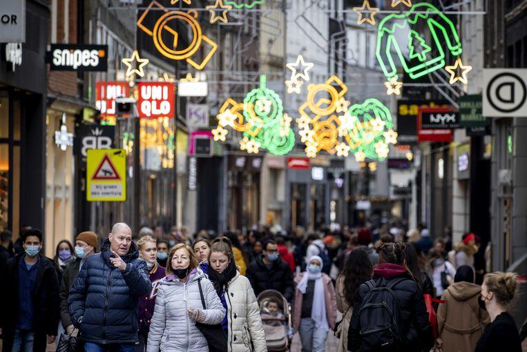 Grote drukte in Nederlandse winkelstraten.  Beeld ANP