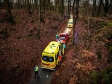 Wielrenner uit Arnhem in kritieke toestand naar ziekenhuis na val op Posbank