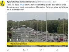 Flinke files op A28 bij Nijkerk door twee ongevallen op beide rijbanen