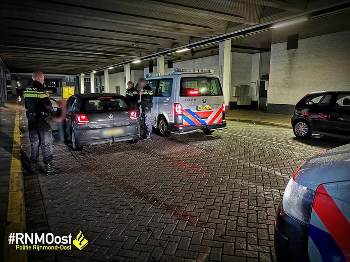 De politie trad onder andere op tegen automobilisten die bij het verlaten van de club rommel uit hun wagen gooiden.