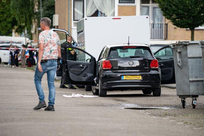 Een 32-jarige Schiedammer kwam in z'n woonplaats in zijn auto om het leven bij een schietpartij in de Loeffstraat.