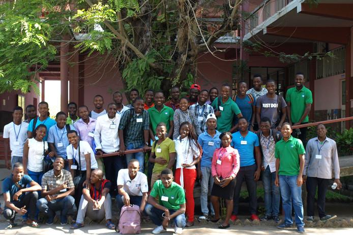 Deze foto is gebruikt voor de kerstkaart van Doctors for Mozambique afgelopen kerstmis. Alle studenten van dat moment staan erop.