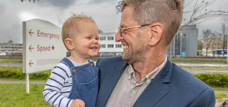 Opa Theo redt leven van kleinzoon Deyenn (1) in Zwolle: 'Wachten op de ambulance was geen optie'