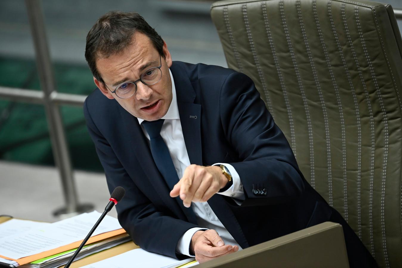 Van Grieken is naast minister van Volksgezondheid Maggie De Block (Open Vld) ook heel scherp voor Vlaams minister van Welzijn Wouter Beke (CD&V).