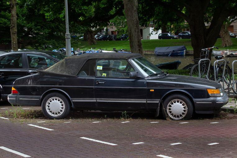 Saab 900 Turbo (cabriolet) op de Stadionkade in Zuid. Beeld Peter Boer en Hein Hage